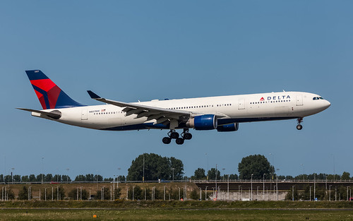 Delta Airlines N807NW plb20-6626