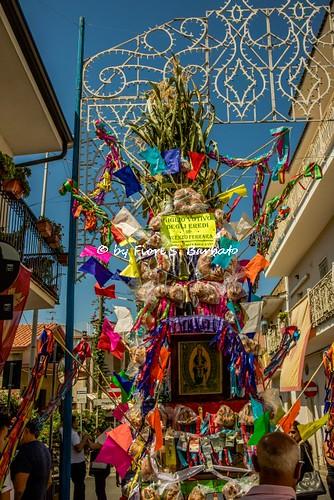 Santa Maria a Vico (CE), 2019, Festa di Maria SS. Assunta. I carri votivi con i doni in natura e in denaro.