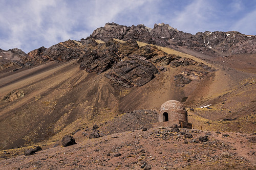 Mountain shelter / Refugio de montaña.