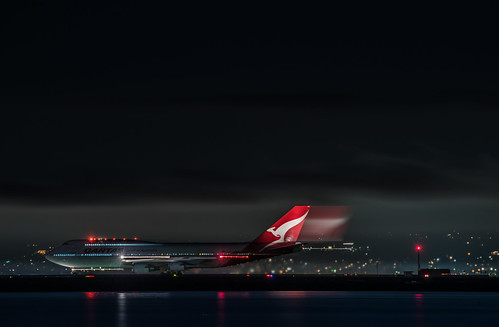 qantas flight qf 74 takeoff for sydney