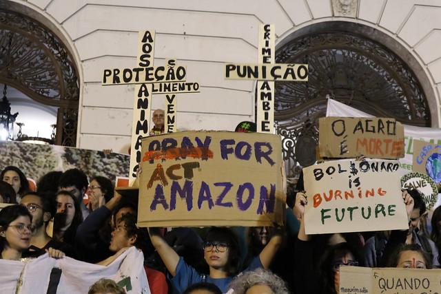 Milhares vão às ruas do Rio de Janeiro contra Bolsonaro e devastação na Amazônia