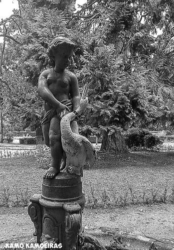 fuente jardin b-n