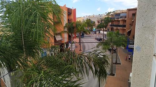 Fabulosas vistas, muy soleado y despejado. Situado en pleno centro del pueblo, y cerca de todos los servicios. Solicite más información a su inmobiliaria de confianza en Benidorm  www.inmobiliariabenidorm.com