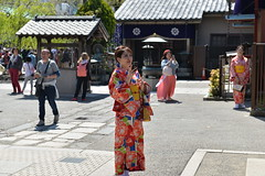As I exit the inner Hozomon gate, I noticed this lovely Chinese lass looking totally lost