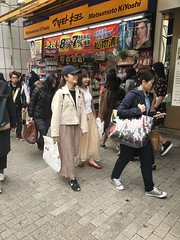 The Chinese tourists are in the meantime happy with their shopping!