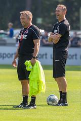 Co-Trainer Manfred Schmid und André Pawlak auf dem Spielfeld