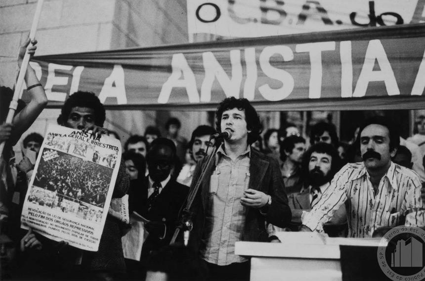 Ato pela anistia na Praça da Sé, em São Paulo foto Ennco Beanns | Arquivo Público do Estado de São Paulo