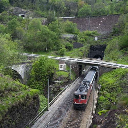 InterRegio train in the Piottino Gorge