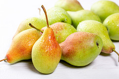 Ripe fresh pears with water drops