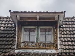 Encadrement de fenêtre en bois du 33 rue principale d'Ottrott