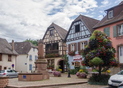 Place des tilleuls/Lindeplatz d'Ottrott