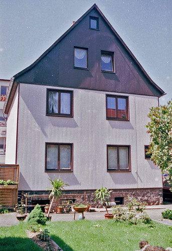 064-Wohnhaus Gartenansicht