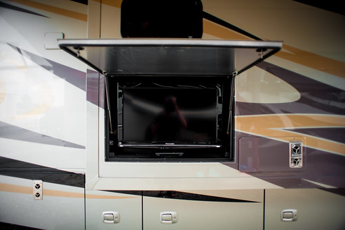 2011 Tiffin Phaeton 40QTH Exterior TV