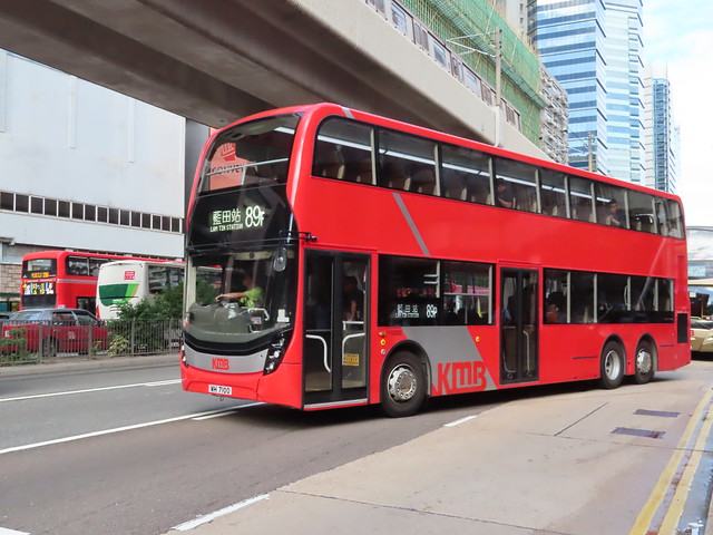 KMB WH 7100 (E6X21) on route 89P , a special trip of main route 89D , pulls out Kwun Tong Town Centre bus stop .