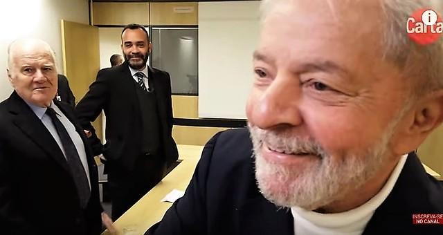 """Lula: """"Quem está tocando fogo no país são os milicianos de Bolsonaro"""""""