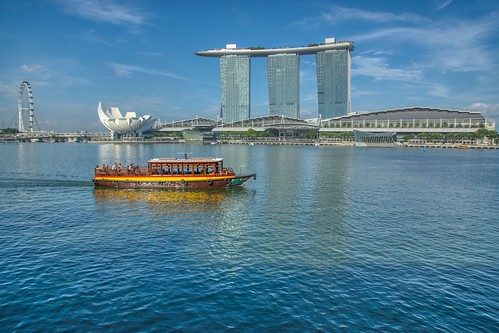 Tourist bum boat with Marina Bay Sands Hotel + Casino in Singapore