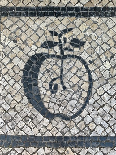 'An apple a day keeps the Doctor away', Entrada da Loja BeNatural, 22 Avenida Dom Dinis, Odivelas (Portugal)