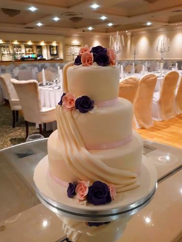 Classic sash wedding cake at The Landmark Hotel #wedding #weddingcake #Cannaboe