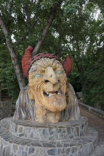 Cabeza gigante de Baba Yaga 02