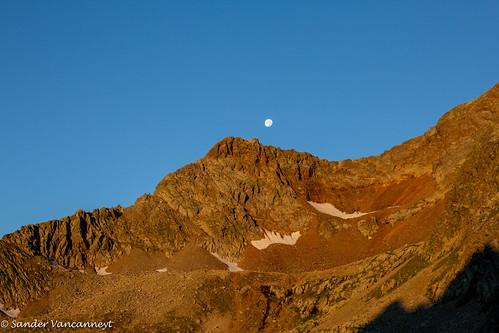 Moon at sunrise above Sendesgrat