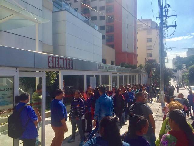 Durante três dias, em média 4 mil pessoas foram procurar emprego no sindicato dos trabalhadores de limpeza e conservação - Créditos: Juca Guimarães/BdF
