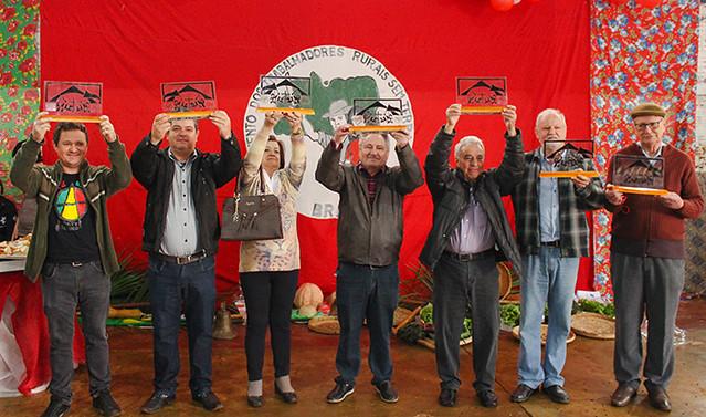 Trabalhadores que apoiaram as famílias foram homenageados durante a festa - Créditos: Foto: Catiana de Medeiros