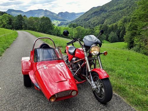 Mit Guzzi-Armec Gespann am Meltinger Berg Kt. Solothurn Schweiz