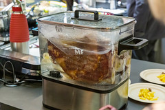 Gourmet kitchen machine: Meat prepared in the WMF Logo Sous Vide: Garer Pro - Water container for sous vide and slow cooker