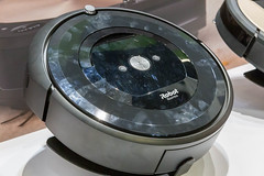 "App controlled robotic vacuum ""Robot e5 Roomba"""