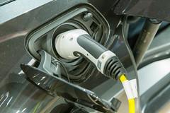 Elektromobilität: Ladestecker im BMW i8 Coupe