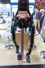 Exoatlet II: Medizinisches Exoskelett mit mobilem Akkupack für die Patientenrehabilitation