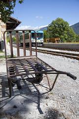 Chariot à bagages et automotrice en gare de Saint André les Alpes
