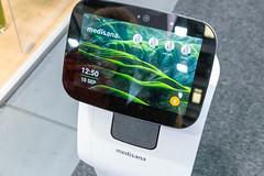 Persönlicher Hausroboter: Home Care Robot von Medisana mit Sprachbefehlsteuerung und Touch Control