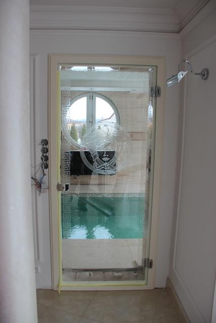 luxusní skleněné dveře s taveným gravírem