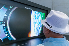 """Man with white Samsung hat in front of """"The Wall"""" - MicroLED Display with modular technology and multi-link hdr"""