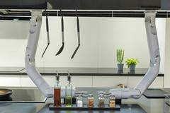 Roboterarme über der Küchenzeile von Samsung Future Kitchen