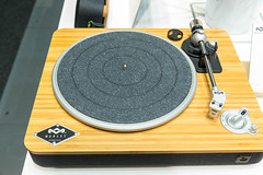 """Marley bluetooth """"Stir it up wireless Turntable EM-JT002"""", with built in pre-amp and usb to PC recording"""