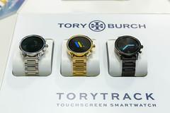 Tory Burch: ToryTrack Smartwatch mit Touchscreen in verschiedenen Farben