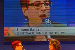 Chefredakteurin und Kunsthistorikerin Simone Rafael im Live-Stream der ARD Sendung Kontraste, mit Eva-Maria Lemke