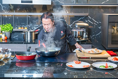 Chinesischer-amerikanischer Koch Martin Yan der PBS-TV-Kochshow Yan Can Cook, live auf der IFA-Bühne in Berlin