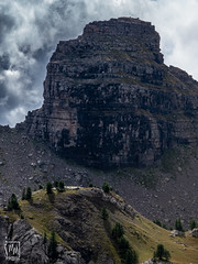 la tour sombre - Photo of Entraunes