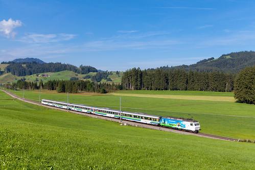 Voralpen-Express im Hochtal