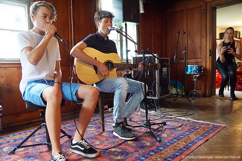 Lukas: Gitarre, Gesang & Daniel: beatbox / Bezau Beatz Cafe 2019