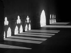 Cloître de St-Ursanne ombre et lumière B&W