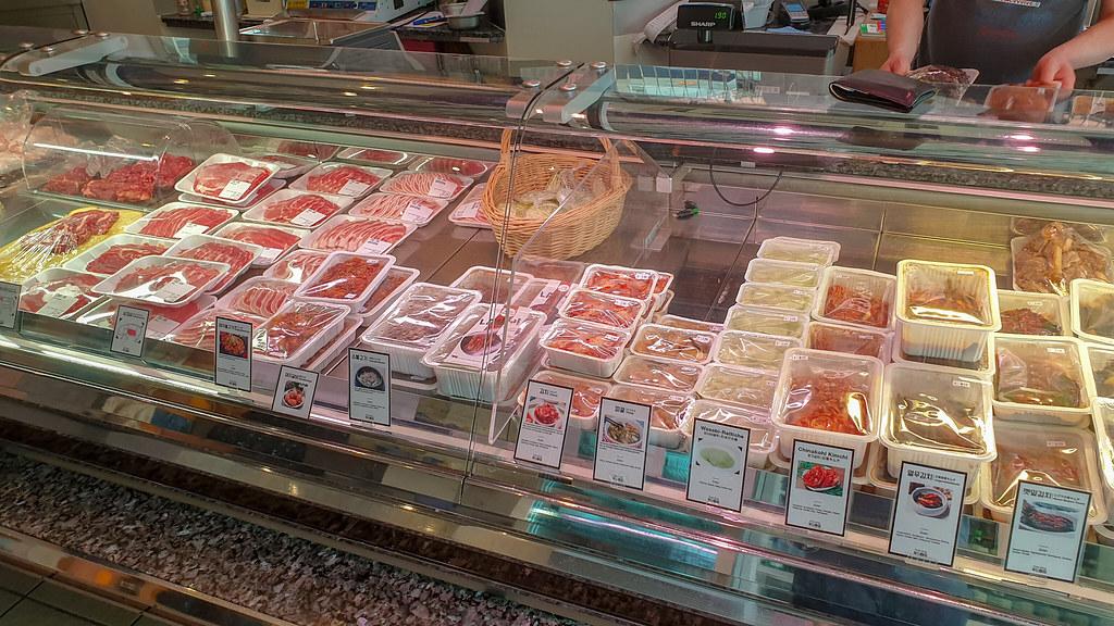 Food Jung Theke mit Fleisch und mariniertem Fleisch