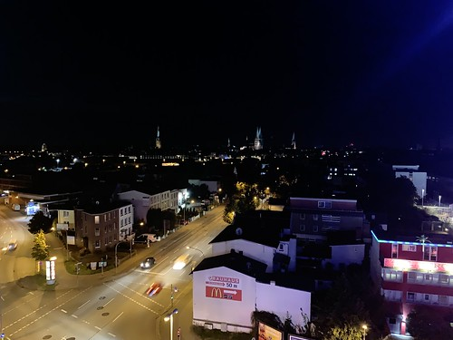 Blick über Lübeck bei Nacht