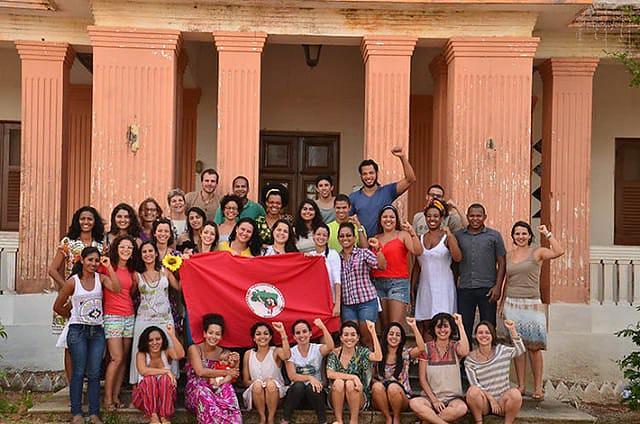 Resistir às violações de direitos é defender o Centro de Formação Paulo Freire