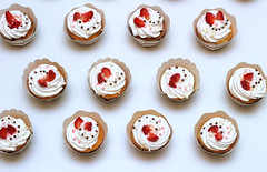 Cupcakes attack! . . #background #baked #bakery #beautiful #birthday #box #butter #calories #celebration #cooking #cream #cupcake #cupcakes  #decorated #decoration #delicious #dessert #food #gift #gourmet #holiday #kitchen #party #romantic #strawberry #su