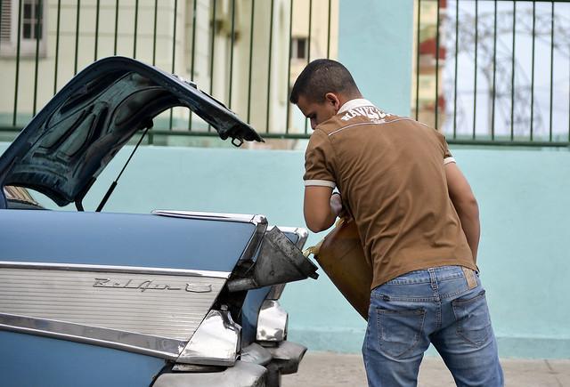 Entre os efeitos das sanções econômicas contra Cuba está a crise de fornecimento de combustíveis que afeta a ilha - Créditos: YAMIL LAGE / AFP
