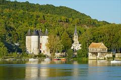 Le château des Tourelles et le Vieux-Moulin à Vernon sur les bords de la Seine